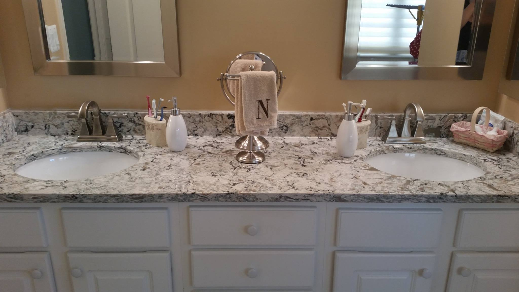 black and white marbled bathroom counter